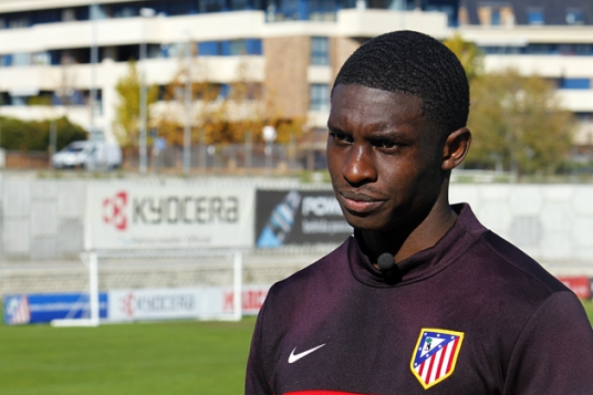 Young Jalil wearing the badge of Los Rojiblancos last fall. (photo: clubatleticomadrid.com)