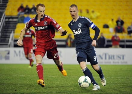 Last time hard man Jeff Larentowicz and the now red hot Kenny Miller faced off, the Fire won a little Cup. (photo: zimbio.com)
