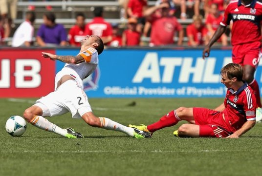An ugly tackle to go with a less than pretty performance by the Men in Red (photo: uk.eurosport.yahoo.com)