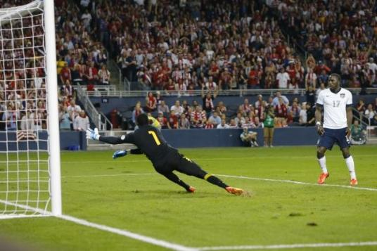 Jozy wonders why he never gets this kind of space in front of goal at Sunderland. (photo: nydailynews.com)