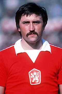 The one and only Anton Panenka. (image: pesstatsdatabase.com)