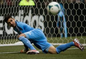 He's probably going to need to stand up for the next game. (Photo: prensa.com)