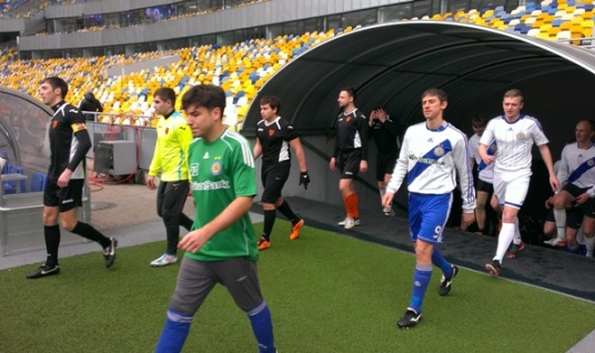 Dynamo and Shakhtar Ultras enter the field during their friendly