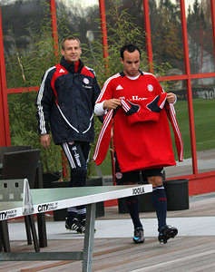Like we practised, LD. Don't forget the gugelhupf. (Photo: soccerbyives.net)