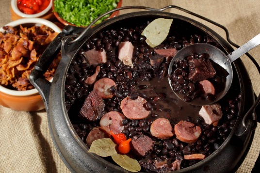 ALL the pig plus beans: what's not to like?  (lugarzinho.com)