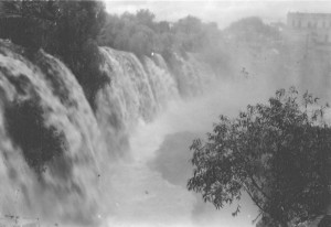 La Cascada, Black & White